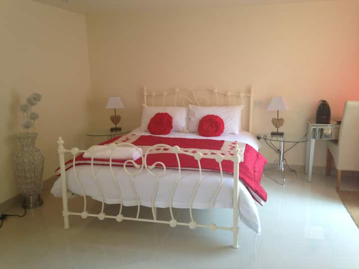 King bed ensuite guest rooms