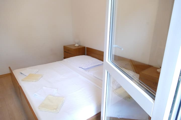 Studio apartment with balcony No. 1 - Mimice - Hus