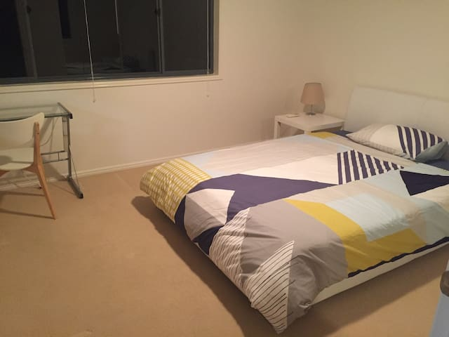 Cozy living around Griffith Uni and GCUH precint - Parkwood