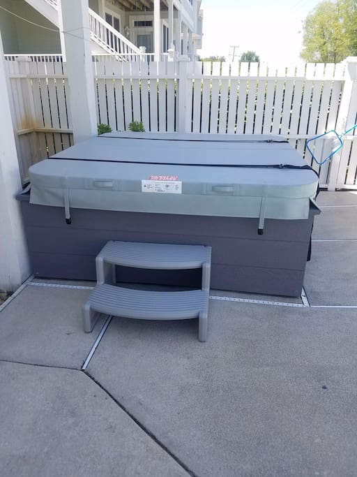 Hot tub by the pool, ready for 4 adults