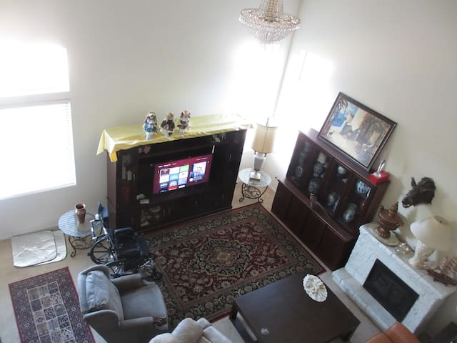 Nice room in a 6 Br house in Chandler/Gilbert