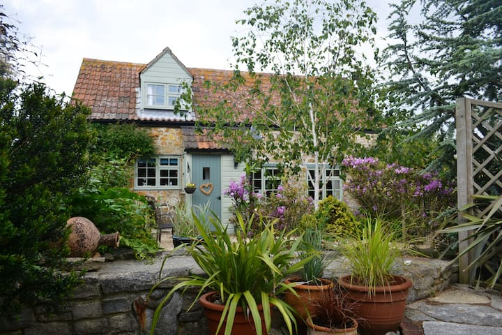 Chiddy Nook Self Catering Cottage in Chideock