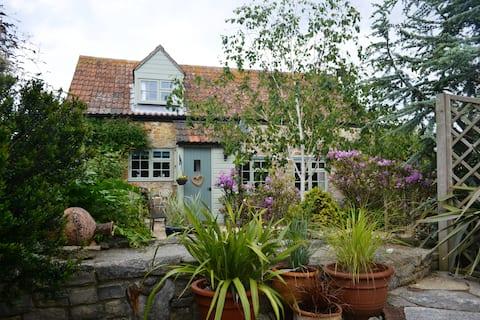 Chiddy Nook Hideaway in Dorset Coastal Village
