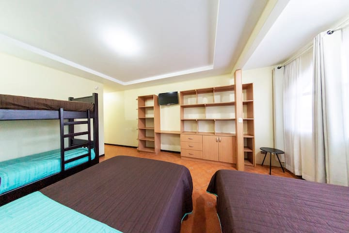4-Room 6 People Baño 2.9 SJO Airpt A/C
