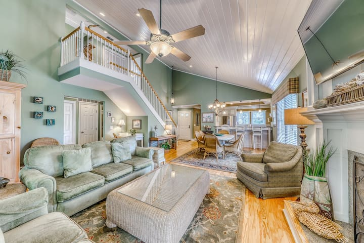 Secluded Hilton Head getaway w/ a sunroom, shared pool, & nearby beach