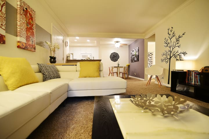 Delicate Modern Vacation Apartment in Irvine