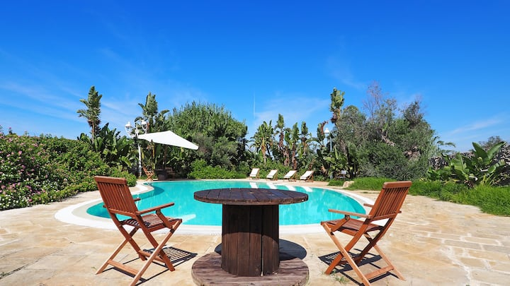 Villa with pool near the sea, 6 places