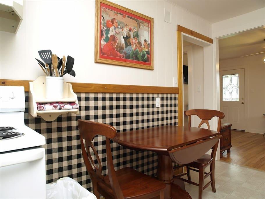 Opa Seidel Haus-Dining Area