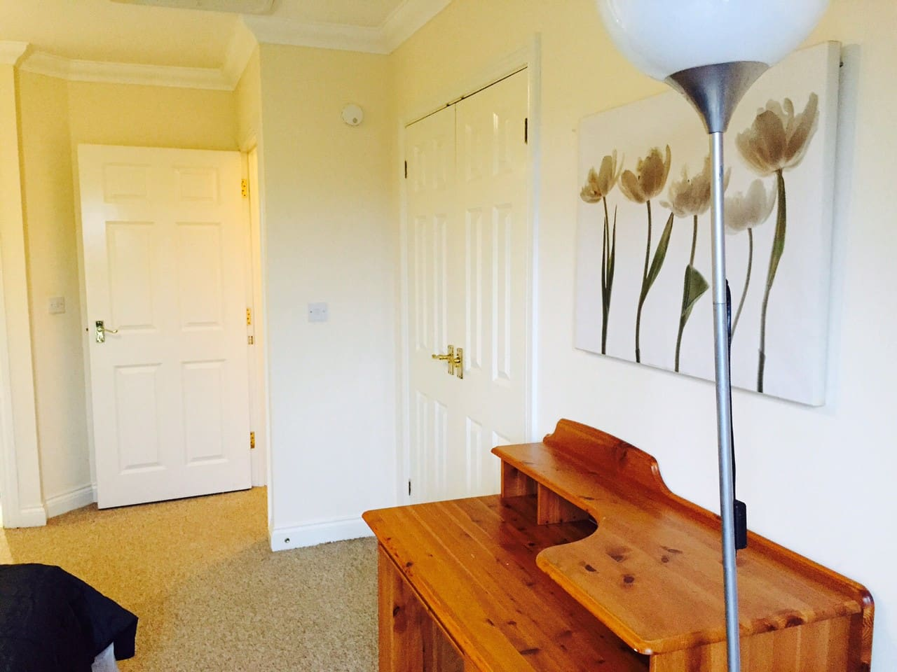 Very large double with ensuite bathroom overlooking river