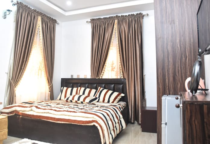 Private Ensuite Room in gated Estate with FREE CAR