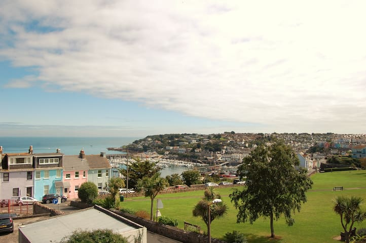 Sea views from spacious room in Furzeham, Brixham