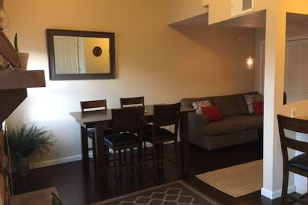 Clean & modern condo 5 min walk to Notre Dame - South Bend - Ortak mülk