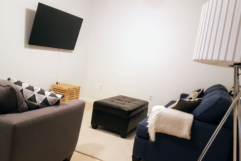 Cozy TV room with 50in SMART TV which includes Netflix and a Chromecast.
