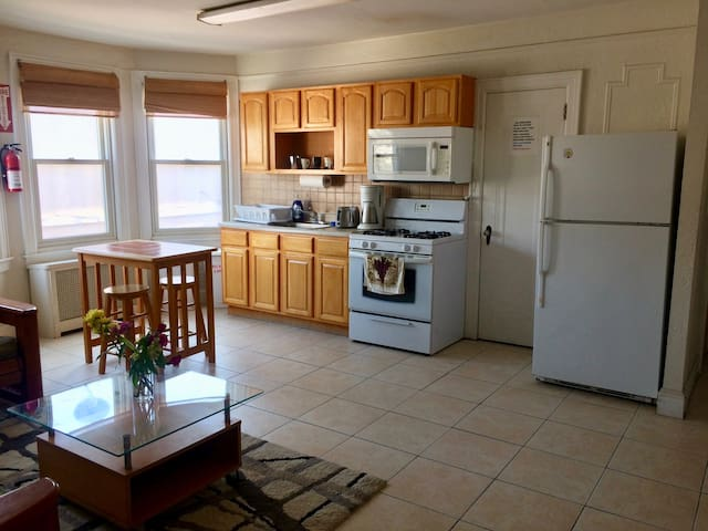 Bright and Airy 2 Bedroom Apt