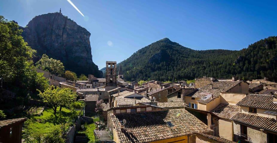 CASTELLANE/PROVENCE/GORGES DU VERDON - Castellane - Huoneisto