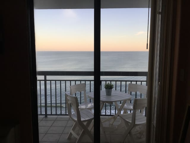 SunNSand #1212 · Romantic Getaway,Oceanfront,Perfect View,SunNSand