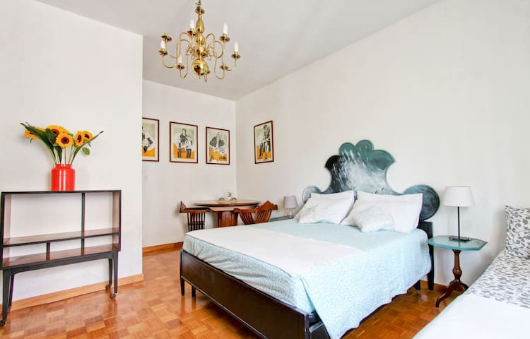 """Federico Fellini"" room - Spanish Steps +NETFLIX"