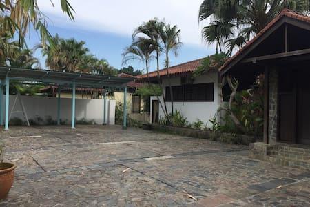 Homestay villa le jollax - Senai - Bungalo