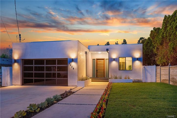 Large modern new home for cheap! Los Angeles