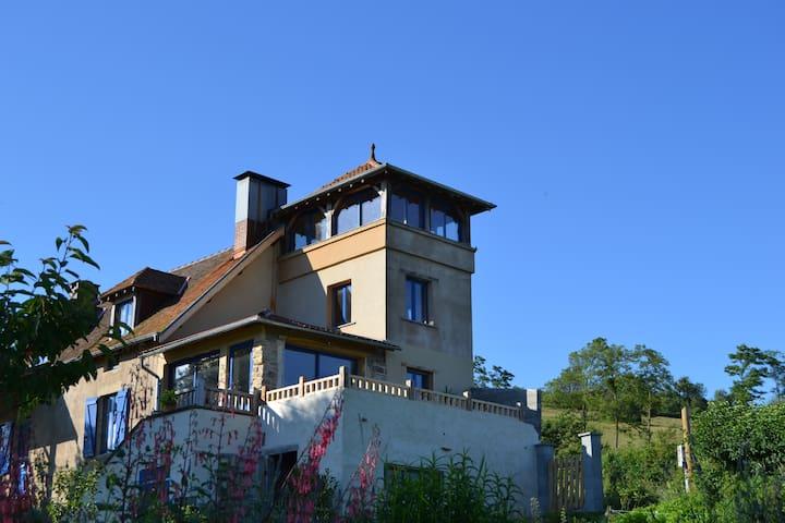 Le gite atypique de  La Maison Bleue - Saint-Marcelin-de-Cray - Huis