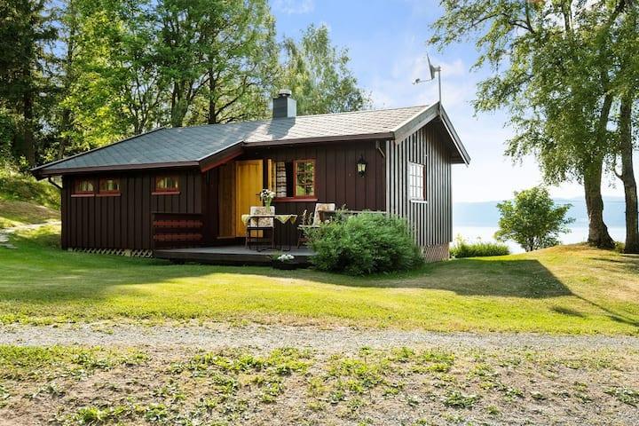 Fredelig og enkel hytte på Frosta med utsikt