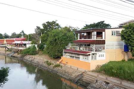 Family room with terrace by the river & free bike - Ayutthaya