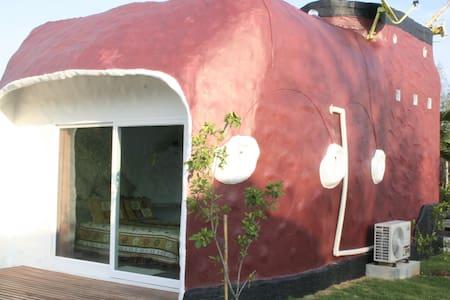 บ้านรองเท้าบู๊ท - อ.เมืองเพชรบุรี