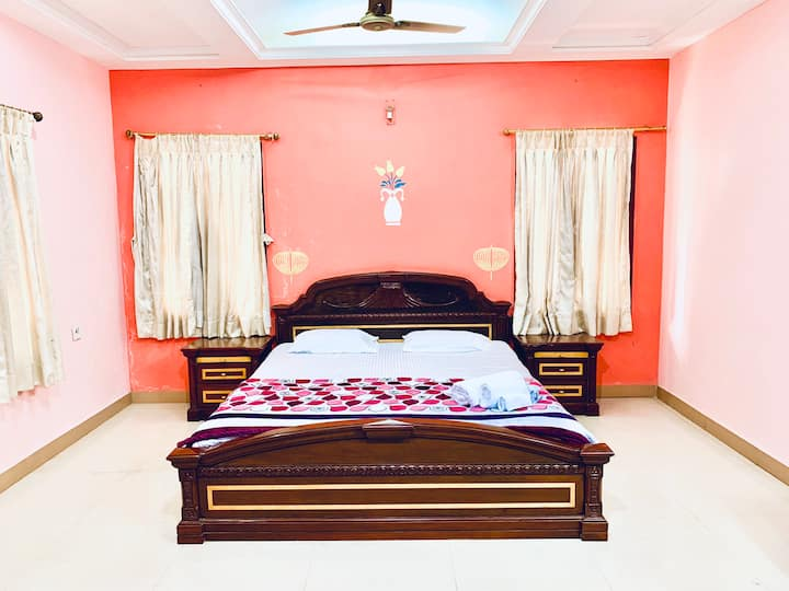 A comfortable & homely bedroom suite!