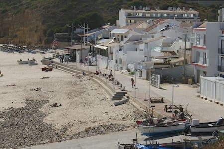 Casa Praia da Salema - Haus