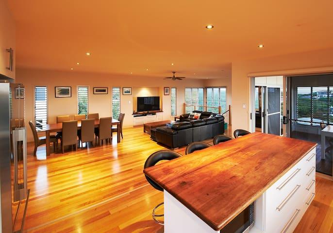 Lesueur's View Beach House