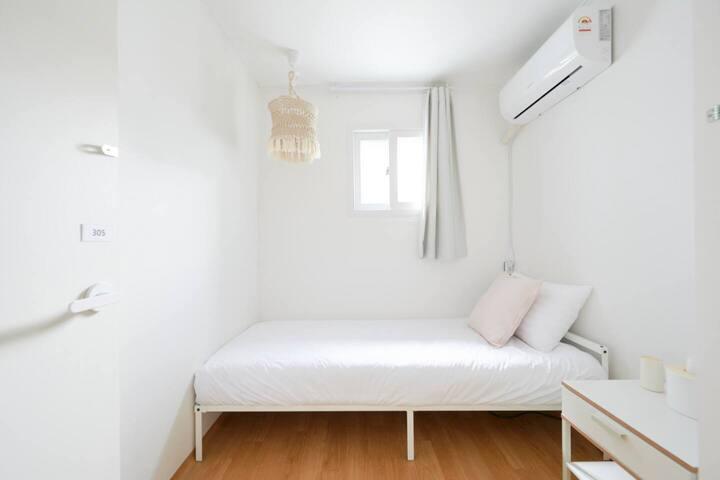 [Female Only]★1min Hongdae stn★ Cozy house B5