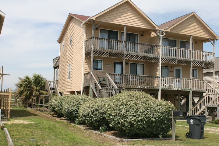 Remodeled 2016! Ocean Views, 3BR/2.5B, King Master - Holden Beach - Jiné