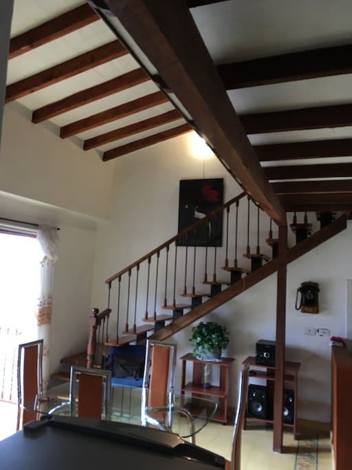Family Room staircase to Loft