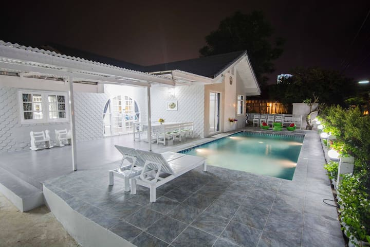 Cozy Pool Villa / 5 bedrooms / Pattaya