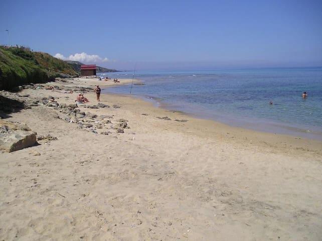 spiaggia antistante