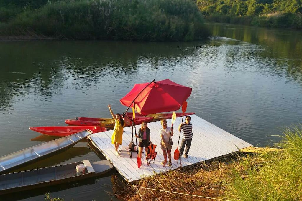 Fun on the river and on Nan de Panna dock