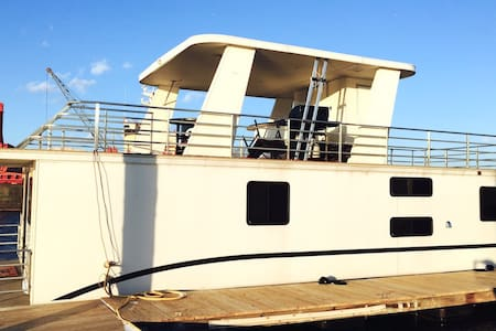 Most Amazing Houseboat In Boston! - Boston