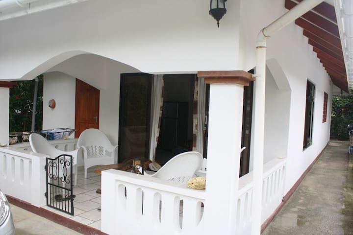 Bungalow Dany incl. Half board - Bel Ombre - Bed & Breakfast
