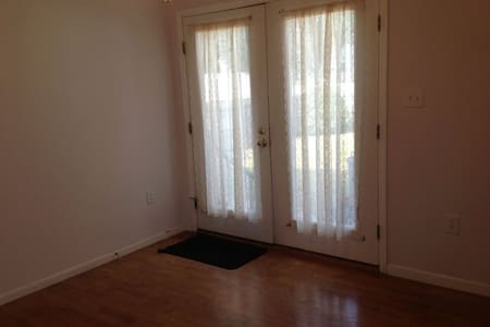 Cozy private rooms near edison station and rutgers - Edison - Apartment - 2