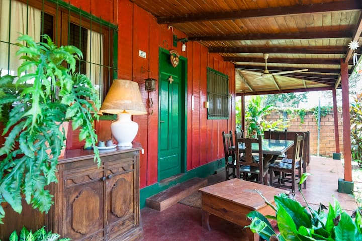 room with private bath & breakfast - Puerto Iguazú - Dom