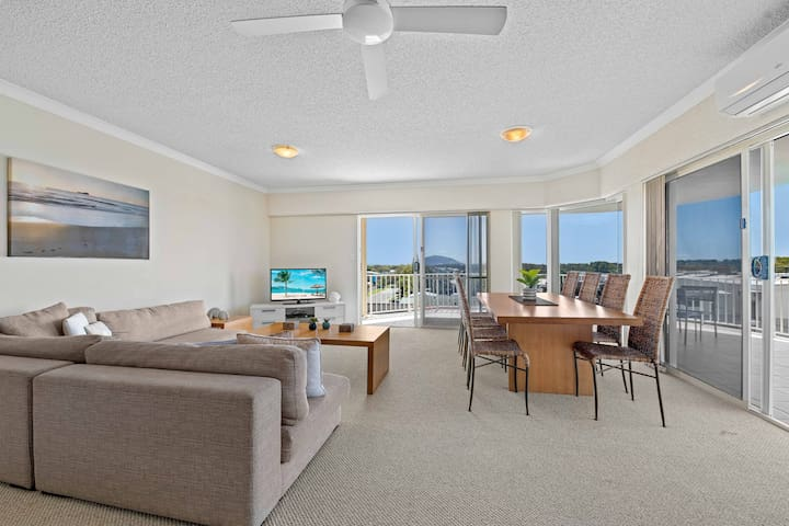 Right by the beach -3 Bedroom Ocean View Apartment