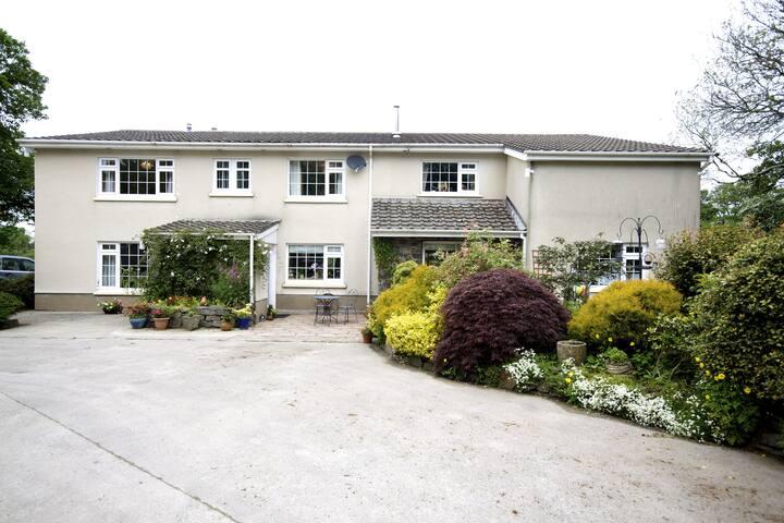 Penrallt Meredith Farm House B&B - Eglwyswrw - Bed & Breakfast