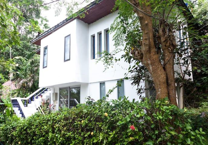 Archie Village House 2.2 Garden View