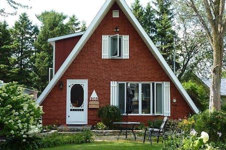 Adorable Red House - Saint-Christophe-d'Arthabaska