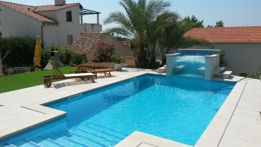 POOL HOUSE VILLA LEMO IN BOL, BRAC - Bol - Casa de camp
