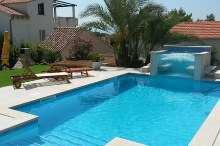 POOL HOUSE VILLA LEMO IN BOL, BRAC - Bol