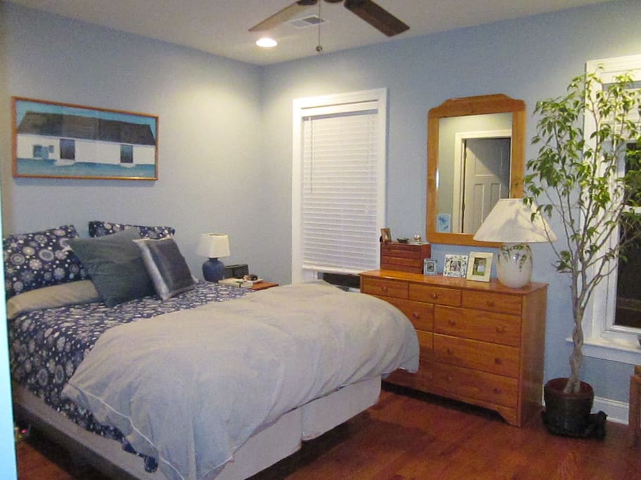 Lovely master bedroom with Temperpedic mattress