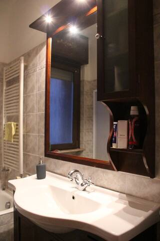 Cozy and spacious private bedroom near Navigli