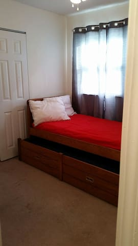 Clean, comfortable trundle bed in Ballwin