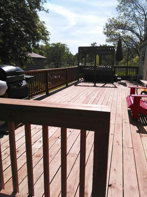 Deck with Jacuzzi and Grill